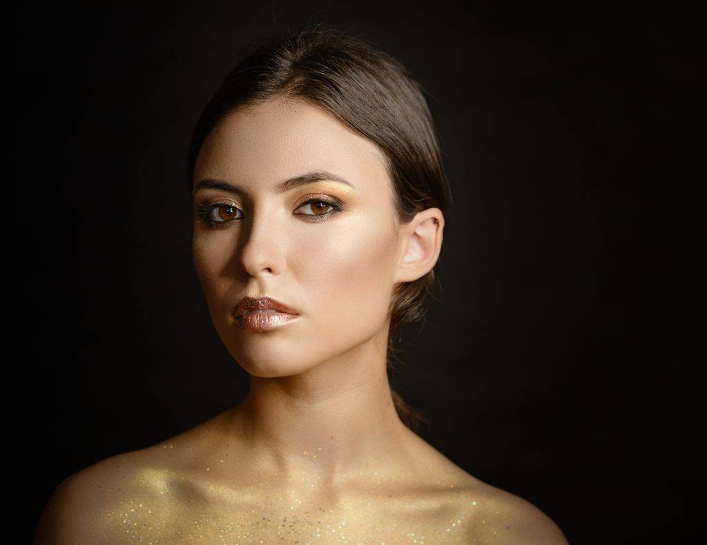 gold highlighter trend