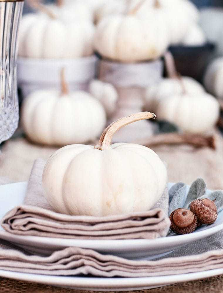 15 Simple & Elegant Fall Tablescapes | Neutral Fall Table Decorations