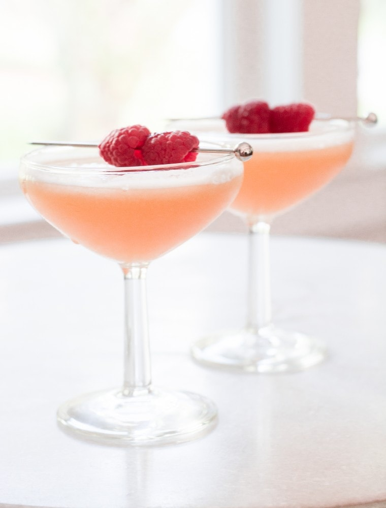French Martini Cocktail: An Easy and Fresh French Martini Recipe