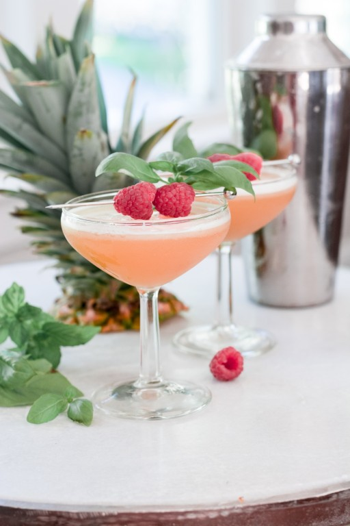 french martini ingredients, pineapple juice martini, raspberry martini recipe with chambord